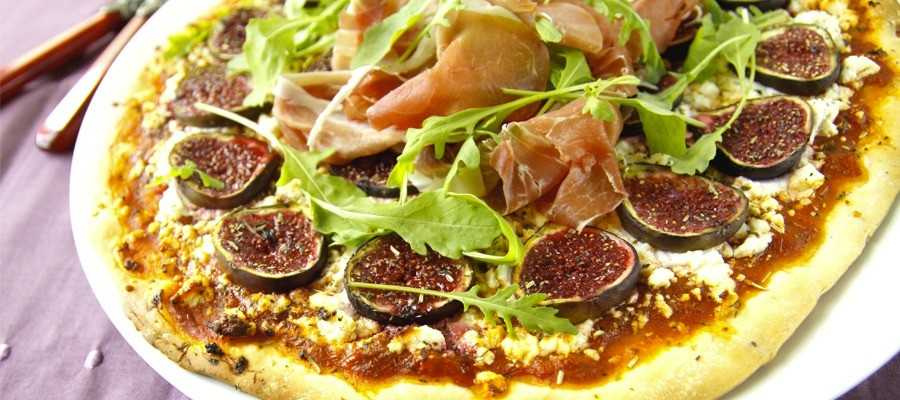 Pizza with figs and goat cheese